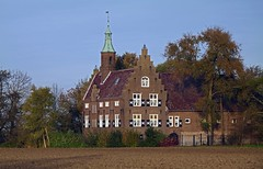 Lodge in the evening sun. (Eduard van Bergen) Tags: old houses windows light sun house holland tower castle history dutch vintage lens photography evening photo ancient foto bell picture samsung lodge land tele fading bas pays brabant meeuwen built niederlande dussen altena heusden werkendam ois objective 50200 aalburg eethen nx1000