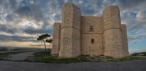 unesco worldheritagesite castello puglia casteldelmonte... (Photo: Tati@ on Flickr)