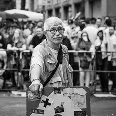 Photographer (toletoletole (www.levold.de/photosphere)) Tags: bw csd christopherstreetday cologne fuji kln people sw street xpro2 portrait portrt mann man photographer fotograf fujixpro2