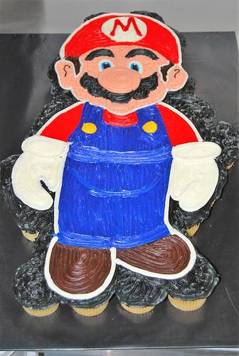 24-polkatots cupcake cakes