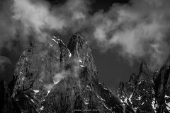 Dramatique claircie (Frdric Fossard) Tags: nature paroi granite ciel nuage claircie neige rocher cime crte arte lesdrus petitdru coldesdrus granddru charpoua traversedesdrus lumire ombre atmosphre dramatique alpes hautesavoie massifdumontblanc