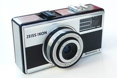 Zeiss Ikon Ikomatic A (pho-Tony) Tags: 126 photosofcameras zeissikonikomatica zeiss ikon ikomatic a color citar automatic cartridge 126cartridge square instamatic 28x28 squareformat