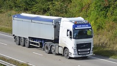 DX65 SWK (panmanstan) Tags: volvo fh wagon truck lorry commercial bulk freight transport haulage hgv vehicle a180 meltonross lincolnshire