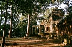 angkor wat (BRE@NNE) Tags: angkor wat cambodia temple siem reap khmer sunrise summer travel film