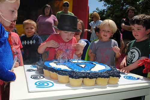 16-polkatots cupcake cakes