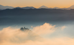 Golden morning and clouds (JKMroczek) Tags: misty monteacuto italy italia perugia fog sunrise srgb ef70200mmf4lisusm canoneos5dmarkiii landscape outdoor europe weather sky mountains layers umbria hill cloud clouds golden