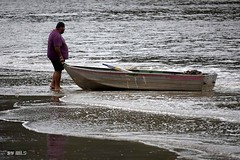 Pushing the boat out. (Maria Luiza S) Tags: boat bote barco beach praia