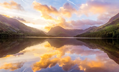 Tranquil Sunrise (Anthony White) Tags: buttermere england unitedkingdom gb sunrise allerdaledistrict allerdale clouds water mountains trees nature natur sky light lake lakedistrict wainwrights