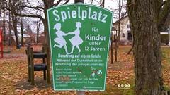 Schilder > Hinweisschild  Spielplatz (warata) Tags: 2016 deutschland germany schilder signs hinweisschild kinderspielplatz