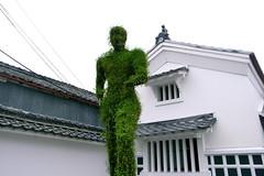 homo midori (troutfactory) Tags: アートフェスティバル artfestival green plantsculpture sculpture human ashrubbery 篠山市 sasayama 関西 kansai 日本 japan ricohgrd2 digital