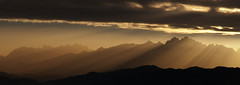Picos de Europa (elosoenpersona) Tags: picos de europa viyao piloña asturias infiesto amanecer sunset montaña mountains contraluz cordillera cantabrica elosoenpersona