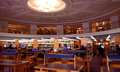 "Denver Library circular room with many tables • <a style=""font-size:0.8em;"" href=""http://www.flickr.com/photos/34843984@N07/14919978073/"" target=""_blank"">View on Flickr</a>"