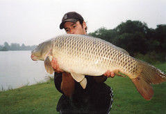 Trophy [ Lost and found ] (Arne Kuilman) Tags: fish man netherlands fishing nederland scan visser lostandfound carp v600 vis vissen hema gevonden karper 02082005