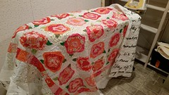 French Roses Quilt quilted (KathiCapp) Tags: ikea fabric applique nummer rawedge frenchrosesquilt