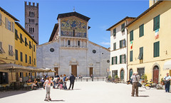 Basilica di San Frediano Lucca (Rosie Girl1) Tags: street old city people italy beautiful buildings san europe italia basilica may eu bluesky lucca it historic via tuscany di colourful patevans 2013 frediano basilicadisanfrediano rosiegirl rosiegirl1