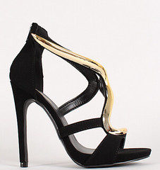 "nubuck curved metallic plate strappy blk • <a style=""font-size:0.8em;"" href=""http://www.flickr.com/photos/64360322@N06/15510035185/"" target=""_blank"">View on Flickr</a>"