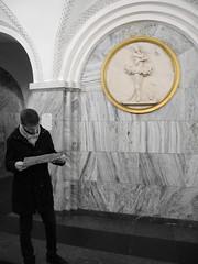Métro moscovite (Alguay) Tags: station noir metro or plan danse blanc russie carte marbre moscou doré touriste danseuse