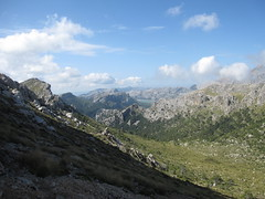 Von Gorg Blau nach Lluc (pilot_micha) Tags: sky oktober holiday mountains clouds spain october urlaub himmel wolke insel berge mallorca esp spanien baleares balearen wanderung walkingtour 2014 tramuntana escorca gr221 serratramuntana 02102014 oktober2014 trockenmauerweg