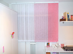 "Cortinas Verticales habitación infantil en tonos rosas • <a style=""font-size:0.8em;"" href=""http://www.flickr.com/photos/67662386@N08/15653838232/"" target=""_blank"">View on Flickr</a>"