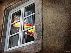 Un espejo (Franco DAlbao) Tags: espaa reflection history window ventana mirror spain espejo reflejo historia nacionalismos nationalisms dalbao francodalbao fujifilmhs50exr