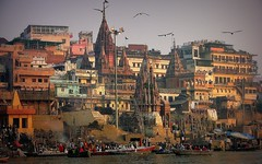 INDIEN, india, Varanasi (Benares) frhmorgends  entlang der Ghats , 14477 (roba66) Tags: indien indiennord asien asia india inde northernindia urlaub reisen travel explore voyages visit tourism roba66 city capital stadt cityscape building architektur architecture arquitetura monument bau fassade faade platz places historie history historic historical geschichte benares varanasi ganges ganga ghat pilgerstadt pilger hindu hindui menschen people indianlife indianscene brauchtum tradition kultur culture indiansequence hinduismus