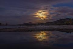 Reflejos de luna. (Amparo Hervella) Tags: embalsedesantillana comunidaddemadrid espaa spain paisaje reflejo noche nocturna luna largaexposicin d7000 nikon nikond7000