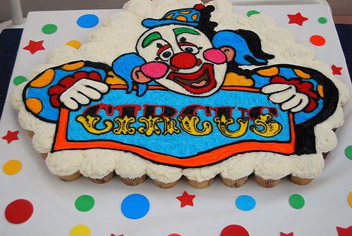 34-polkatots cupcake cakes