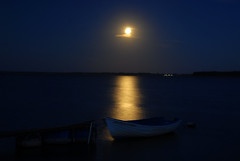 Silence in my soul (dellafels) Tags: dellafelspic sea boot fullmoon silence