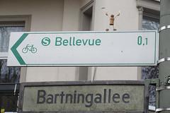 611 Bartningallee (Alte Wilde Korkmännchen) Tags: friedenaueraltewildekorkmännchenberlincorklittlemanpeoplestreetart hansaviertel tiergarten mitte buchstabenmuseumpreservationanddocumentationofletters alphabet