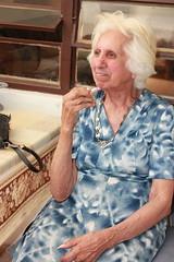 Dona Dinorá é uma graça. Deficiente visual, no auge dos seus 86 anos e vaidosa que só; ela passa batom sozinha!! (fb.com/projetogirassolpoa) Tags: projetogirassol lardaamizade idosos cegos caridade gratidão voluntariado pedidosdenatal trabalhovoluntário