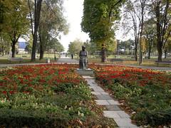 2016-10-25-7181 (vale 83) Tags: statue leading poetess serbian poetry desanka maksimovi tamajdan park belgrade serbia nokia n8 lunaphoto colourartaward autofocus