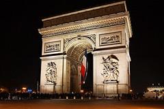 Paris (Noir et Blanc 19) Tags: paris champselyses arcdetriomphe nuits lumires nightlights sony a77