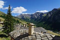 Par dessus les toits de Saint Veran (Pierre Bihel) Tags: saintveran hautesalpes village toits