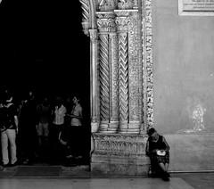 Cattedrale, Palermo. (Sonialu photo) Tags: palermo street cattedrale sicilia biancoenero italy