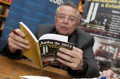 """Integrantes do Espaço Democrático lançam livro sobre manifestações de 2013 • <a style=""""font-size:0.8em;"""" href=""""http://www.flickr.com/photos/60774784@N04/14982789233/"""" target=""""_blank"""">View on Flickr</a>"""