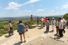 Point de Vue D15 - Gordes (France) (Meteorry) Tags: people france mountains rock europe plateau july photographers posing tourists paca hills photographs unposed viewpoint gordes pointdevue montagnes vaucluse 2014 meteorry provenal lubron provencealpesctedazur provencealpesctedazur
