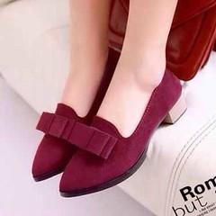 รองเท้าส้นเตี้ยหนังกลับแฟชั่นเกาหลีคัทชูหุ้มส้นสวมสวย นำเข้า ไซส์35ถึง39 พรีออเดอร์RB2022 ราคา1100บาท รองเท้าส้นเตี้ยสวยๆ แฟชั่นเกาหลีแบบรองเท้าแฟชั่นสวมใส่ได้ทุกวัยออกแบบด้วยดีไซน์แต่งโบว์ดูเด่นตาเทรนด์หัวแหลม ตัวรองเท้าแฟชั่นเป็นรองเท้าแฟชั่นหนังกลับสัง