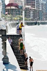 ESPAA - 110 (Ismael I) Tags: espaa color sol water mar spain agua ciudad asturias playa colores escalera gijon playadesanlorenzo paseomaritimo baistas paseopeatonal efectosfotograficos
