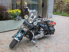 Swiss Army Harley (Riex) Tags: black leather bike army swiss motorbike chrome american blanket harleydavidson moto saddle armee sacoche noire couverture twowheeler cuir s95 canonpowershots95