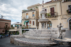 Fountain in Piazza Duomo in Taormina // Trip Sicily (Merlijn Hoek) Tags: trip italien vacation italy island vakantie nikon fotografie sicily holliday taormina messina mediterraneansea eastcoast itali d800 shorttrip merlijn fotograaf toerist sicili middellandsezee oostkust merlijnhoek nikond800