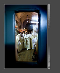 Cachondetos tras el cristal (Chema Concellon) Tags: valladolid semanasanta 2011 chemaconcelln valladolidcofrade