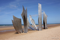Omaha Beach Normandy (DSW Photography) Tags: sculpture france beach monument proud remember respect pride ww2 soldiers omaha normandie remembrance normandy veterans allies omahabeach