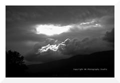hole in one (mamuangsuk) Tags: cloudy stormy holeinone jura nuvoloso nuageux dramaticskies spettacolare menaant etlalumierefut andtherewaslight cloudsformation elalucefu tempetueux mamuangsuk fujixe2 lightsofgod