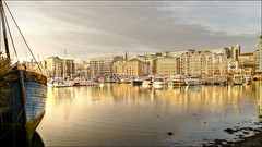 Waterside (PAUL Y-D) Tags: sea harbour plymouth2016 apartment barbican