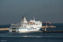 Dpart d'Alger pour le Tariq Ibn Ziyad (Graffyc Foto) Tags: depart d alger pour le tariq ibn ziyad algerie ferries navire baie dalger sortie du port remorqueur jetee mer mediterranee afrique nord graffyc foto nikon d700