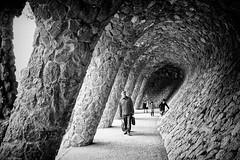 Park Güell (Meine Sicht) Tags: barcelona bergischgladbach fotokunst fujifilm gaudi parcgüell rauen spanien x100s f2023mm wwwrauenfotode blackwhite blackandwhite street espana fuji