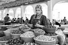 Uzbekistán. La vendedora (carnuzo) Tags: leica m9