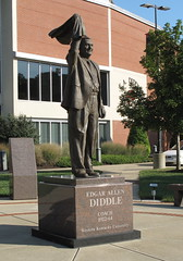 E. A. Diddle statue, Bowling Green (Ky.), 22 August 2015 (milanite) Tags: basketball kentucky statues westernkentuckyuniversity bowlinggreenky westernkentuckyhilltoppers eadiddle warrencountyky