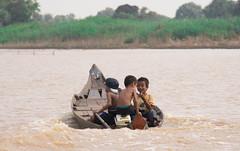 near tonl sap lake (Lie's Foto Studio 2.0) Tags: water boats asia cambodia southeastasia lakes siemreap freshwater tonlsaplake