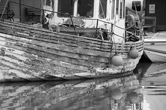 Used (Yvonne L Sweden) Tags: blackandwhite boat blw ship sweden harbour worn sv bt trosa sliten hamn svartvitt momochrome
